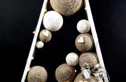 Biała, drewniana choinka w stylu skandynawski