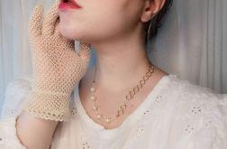 naszyjnik ze sztucznymi perłami i łączeniem