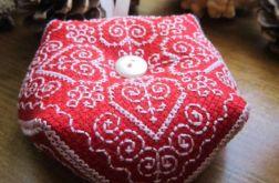 Igielnik poduszka biscornu czerwona