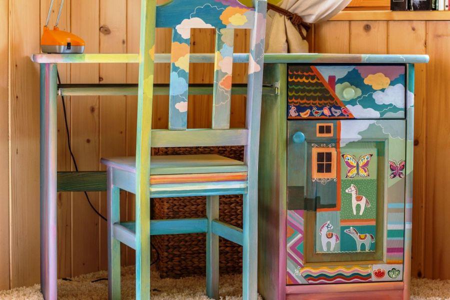 Biurko z krzesłem