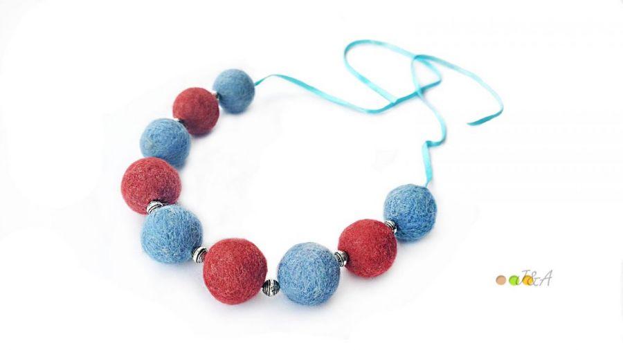 Korale z filcu rudo niebieskie Hand Made