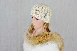 Ecru szydełkowa czapka 01