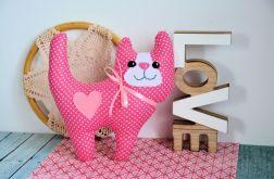 Uśmiechnięty kotek - Różyczka - 20 cm