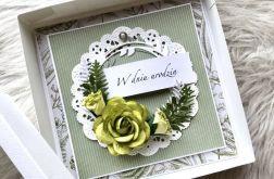 Zielona kartka urodzinowa w pudełku