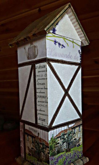 Domek na herbatę lub cukierki Lawenda - Tył domku drewnianego lawendowa Prowansja, domek na herbatę, słodycze itp