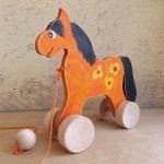 Drewniany konik do ciągania, pomarańczowy +