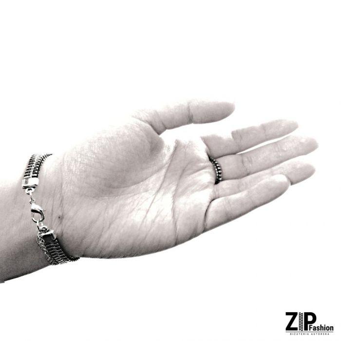 Rockowa bransoletka z pierścionkiem  - Bransoletka zapinana na karabińczyk.