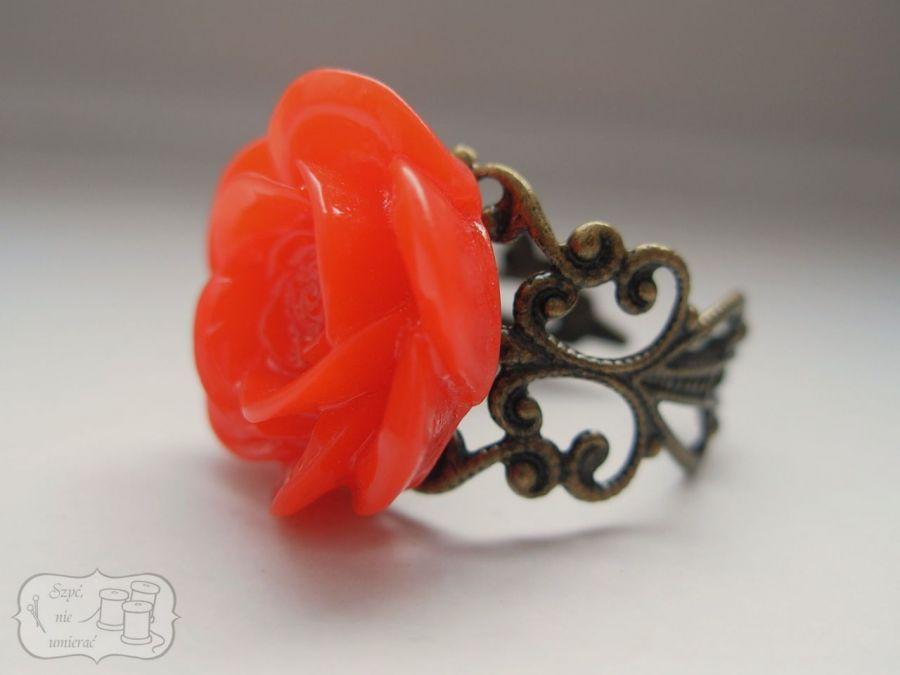 Filigranowy pierścionek - różyczka
