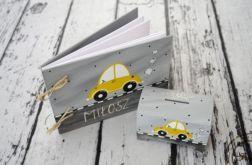 komplet prezentowy skarbonka i album malowane zółte autko