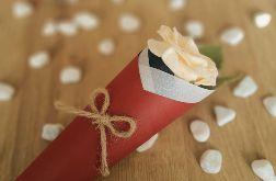 Róża z filcu w rożku - jaśmin