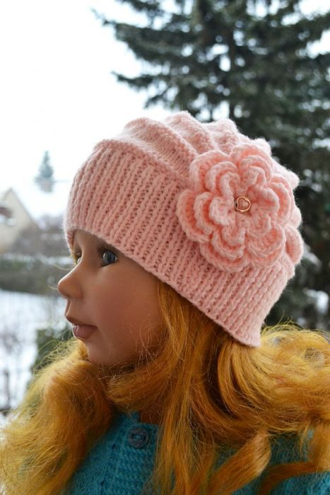 Różowa czapeczka z dużym kwiatem;o)