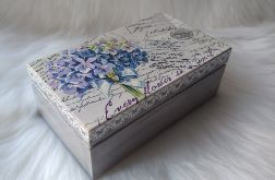 mała szkatułka vintage z bukiecikiem fiołków