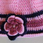 Różowa czapka z kwiatkiem - Szydełkowa czapka