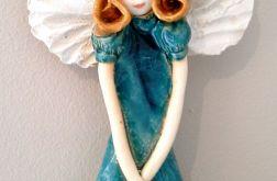 Anioł ceramiczny wiszący szczupły