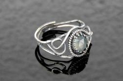 Pierścionek srebrny z szarym agatem