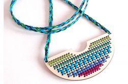 4638 długi naszyjnik haft bawełna drewno