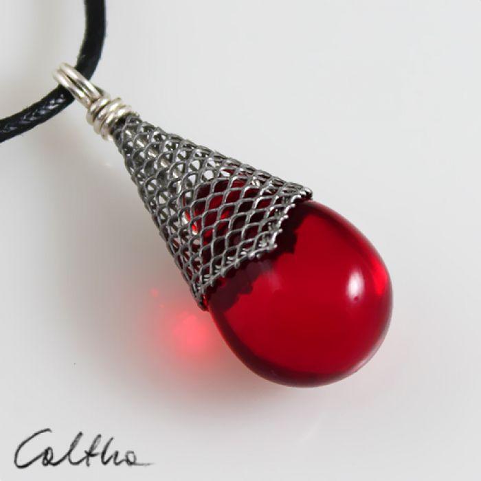 Czerwony w rożku - wisior