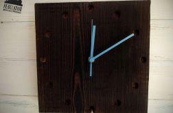 Rustykalny zegar z palonego drewna sosny