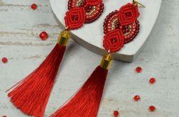 Długie, czerwone kolczyki z chwostami
