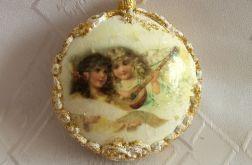 Świąteczny medalion plastikowy z aniołkami
