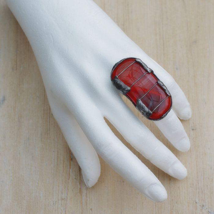 czerwony pierścionek