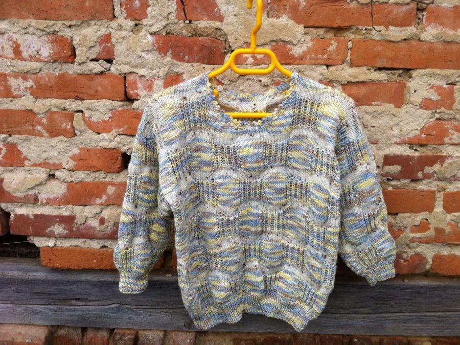 Sweterek dla dziewczynki na drutach z welny