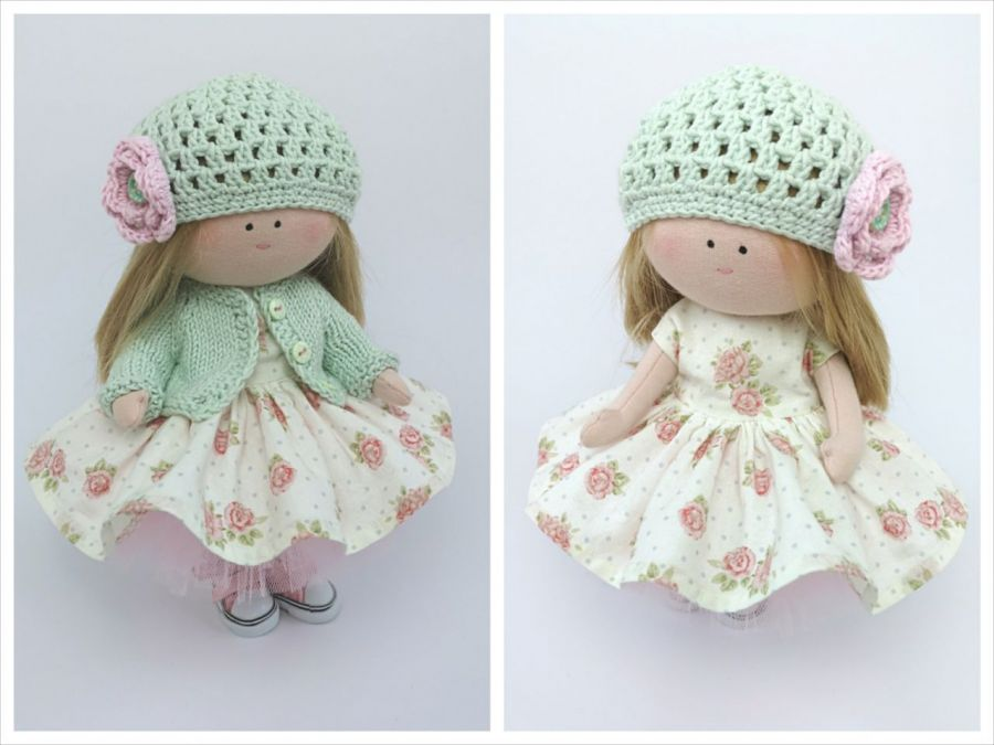 Lalka w letniej sukience i miętowym sweterku