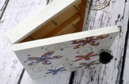 białe pudełko na klucze kwiatki
