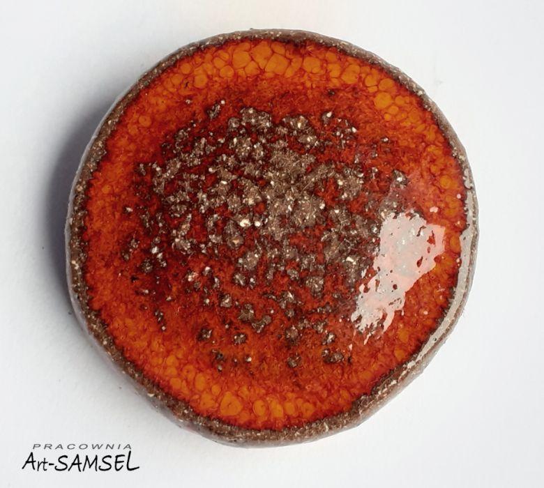 Broszka pomarańczowo-brązowa