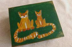 Pudełko malowane duże - Koty w zieleni