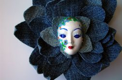 Masquerade - Pani wiosna w jeansach pląsa