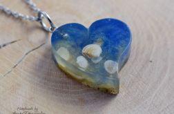 Wisiorek serce z muszelkami i piaskiem