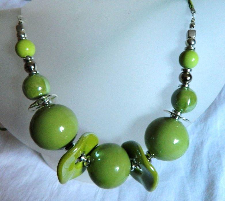 Porcelana w kolorze zielonego groszku