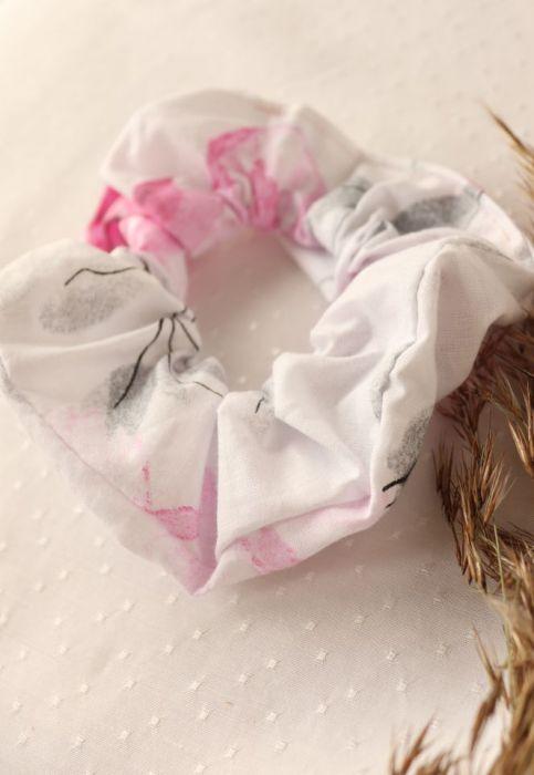 Frotka/gumka w romantyczne kwiaty - Scrunchies do włosów w kwiaty