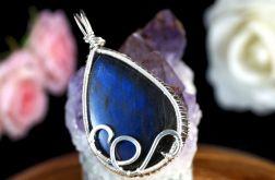 Srebrny wisior z kaboszonem labradorytu blue