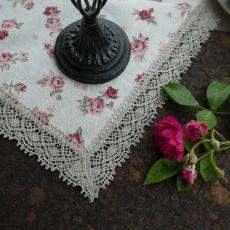Serweta - różyczki bordowe