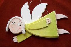 Anioł lecący ze szczęściem