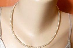 1732. Delikatny naszyjnik z perełek