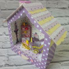 Fioletowy domek króliczka