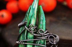 Srebrny pierścionek z masą perłową zielony
