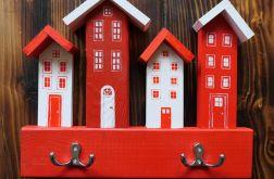 Wieszak na klucze - czerwono-białe domki