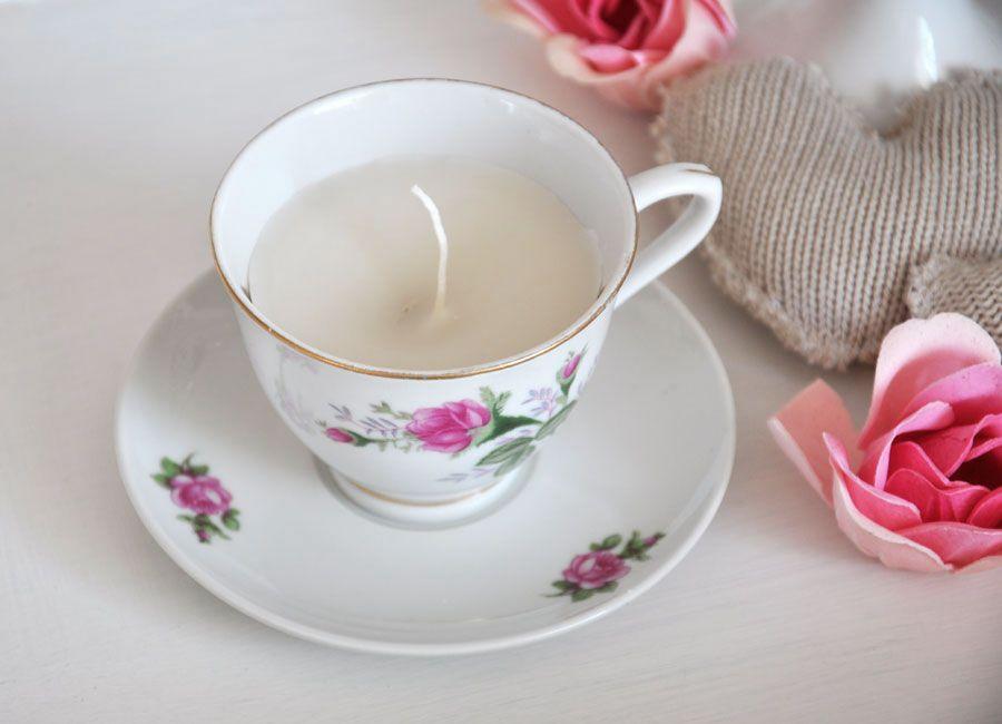 Romantyczna świeczka w filiżance