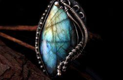 Pierścień srebrny labradoryt trójkolorowy