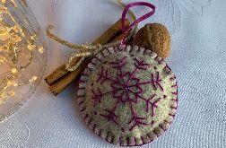 Dekoracja świąteczna z filcu z ozdobnym haftem - wzór 002