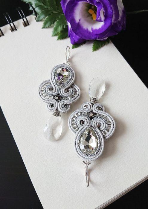 Szaro-srebrne kolczyki z kryształkami