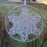 Zawieszka, dekoracja  szydełkowa gwiazdka - witrazyk, szydełkowa śnieżynka