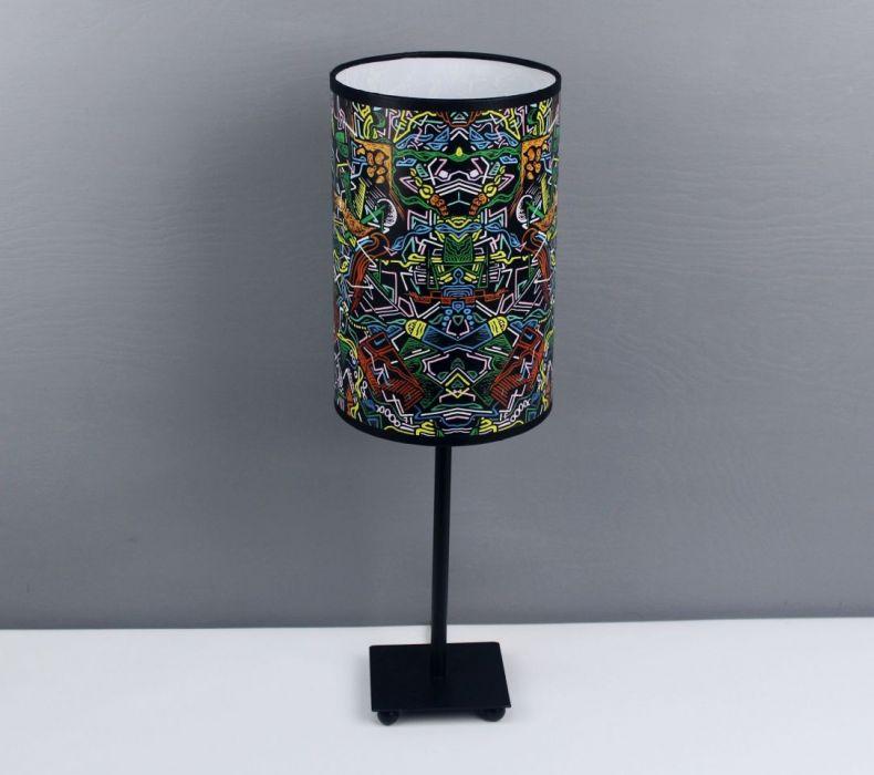 Inspirująca lampa nocna tAK sOBIE mYŚLĘ, żE M - Trwały abażur z pięknym wzorem.