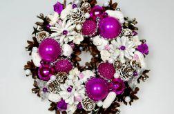 Mały wianek bożonarodzeniowy fuksja z białym