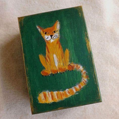 Pudełko malowane średnie - Kot w zieleni