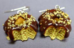 Donuts z czekoladową polewą i orzechami